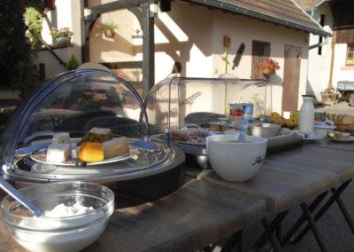 Petit dejeuner terrasse Fief du chateau